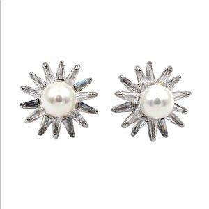 Silver cabinet pearl crystal earrings